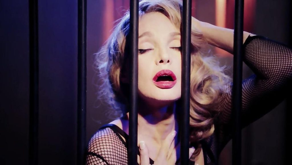 "Arielle Dombasle dans le clip ""My Love for Evermore"""